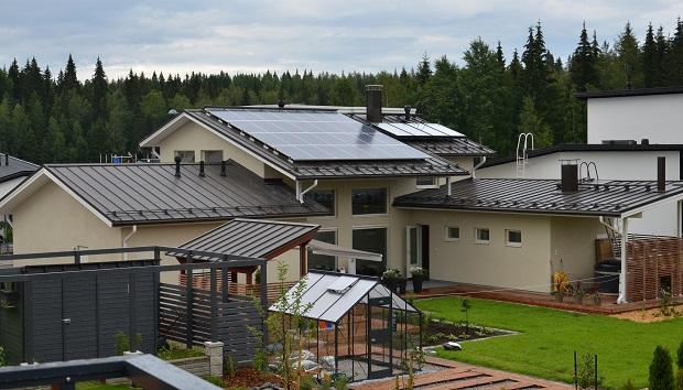 Tampereen asuntomessuilla vuonna 2012 nähtiin aurinkoenergiaa hyödyntävä talo. (Kuva: Suomen Lähienergialiitto CC BY 2.0)