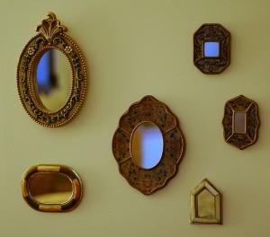 Peili - tai peilit - lisäävät avaruuden tuntua (Kuva: epicture's (more off than on) CC BY 2.0)